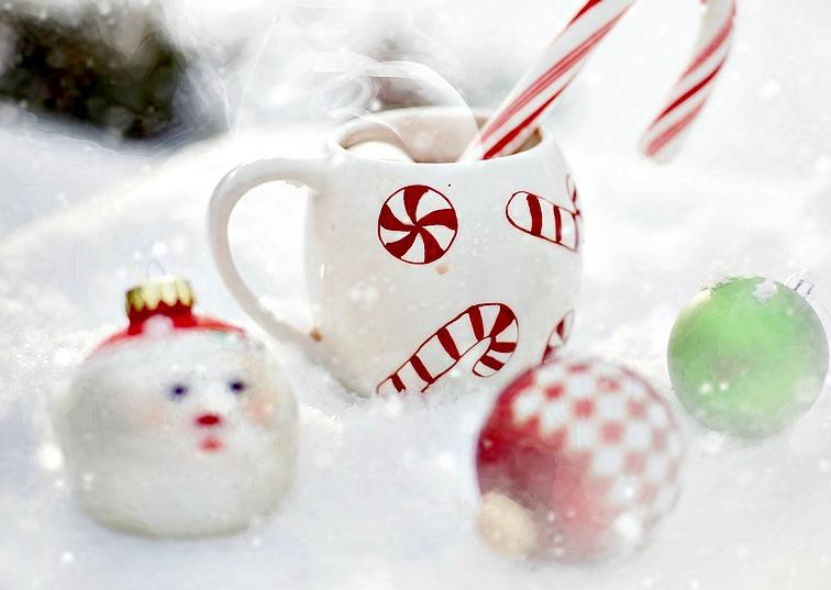A l'effigie de Noël ou avec ses initiales, une tasse café l'accompagnera pour toutes ses pauses clope !